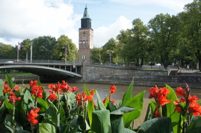 Zdjęcia: Turku - widok na katedrę znad rzeki Aura, Turku, Katedra w Turku, FINLANDIA