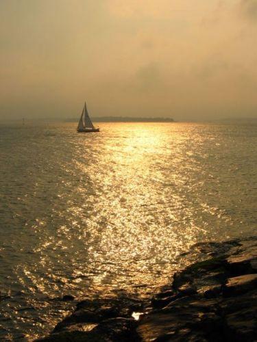 Zdjęcia: wyspa suomenlinna, żaglówka o zachodzie słońca, FINLANDIA