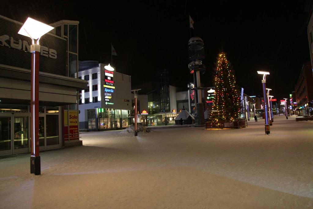 Zdjęcia: Rovaniemi, Laponia, Spacer nocą, FINLANDIA