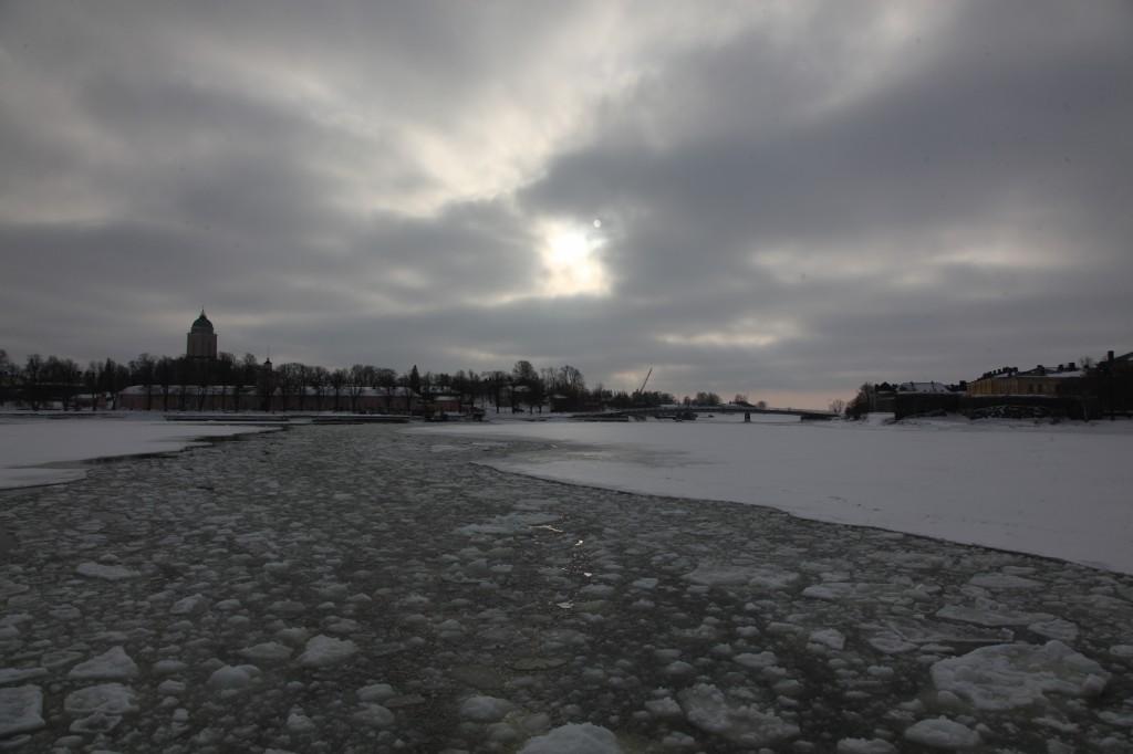 Zdjęcia: Twierdza Suomenlinna, Helsinki, Promem na wyspę wśród lodów, FINLANDIA