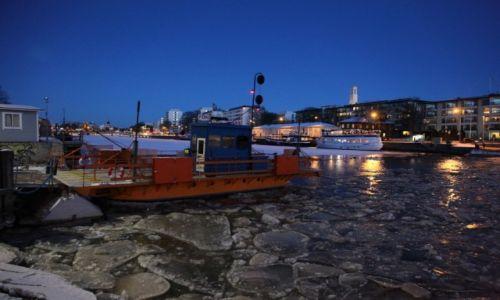 FINLANDIA / Varsinais-Suomi / Turku / Przeprawa przez rzekę Aurajoki