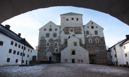 FINLANDIA / Varsinais-Suomi / Turku / Zamek w Turku - dziedziniec