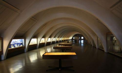 FINLANDIA / Varsinais-Suomi / Turku / Zamek w Turku - sala wystawowa