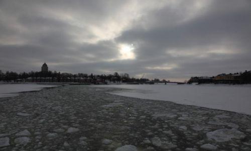Zdjecie FINLANDIA / Helsinki / Twierdza Suomenlinna / Promem na wyspę wśród lodów