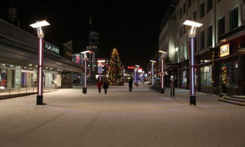 Zdjęcie FINLANDIA / Laponia / Rovaniemi / Na śnieżnym deptaku