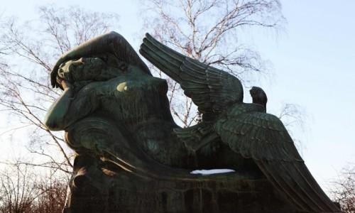 Zdjęcie FINLANDIA / Helsinki / Park w Toolo / Ilmatar i kaczka, czyli stworzenie świata z perspektywy Kalevali.