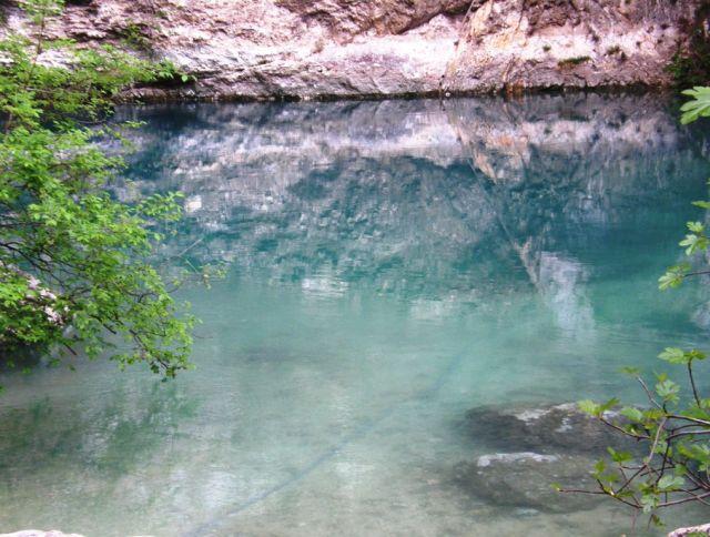 Zdjęcia: Fontaine de Vaucluse , Prowansja, Źródła rzeki Sorgue, FRANCJA