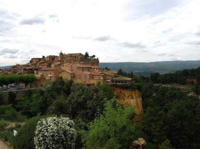 Zdjęcia: Roussillon, Prowansja, Roussillon - miasteczko na ochrze, FRANCJA