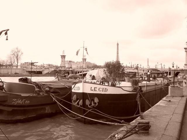 Zdjęcia: Gdzieś nad Sekwaną, Francja, Barki na Sekwanie, FRANCJA
