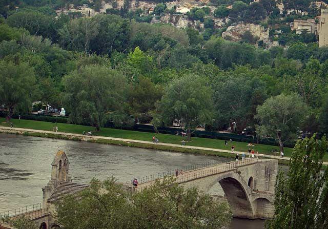 Zdjęcia: Awinion , Prowansja , na moście w Avinion, FRANCJA