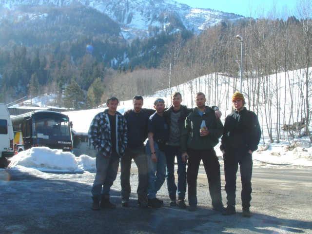 Zdjęcia: parking w Les Houches, uczestnicy wyprawy - od lewej, FRANCJA