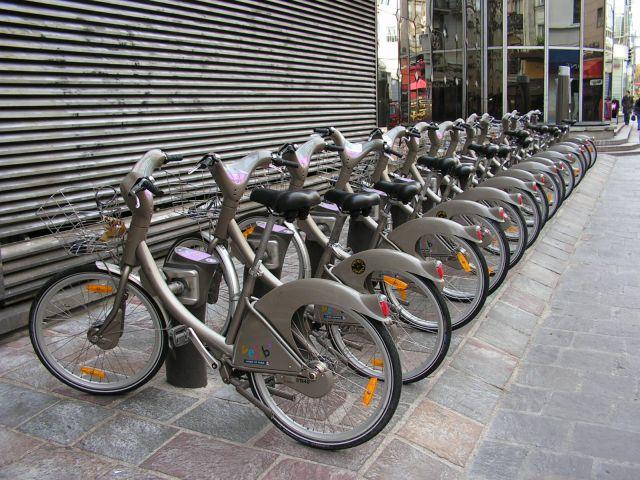 Zdjęcia: Paryż, narzędzia cyklistów i komunistów, FRANCJA