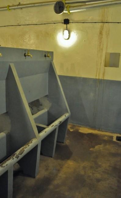 FRANCJA / Alzacja / Schoenenbourg / Schoenenbourg, linia Maginota, łazienka