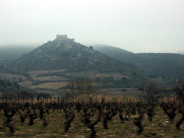 Zdjęcia: okolice Padern, ...czasami ruiny zamków na wzgórzach..., FRANCJA