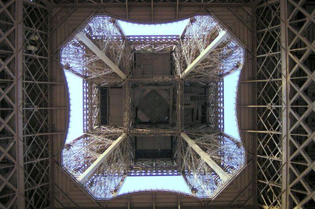 Zdjęcia: Paryż, Wieża Eiffla inaczej, FRANCJA