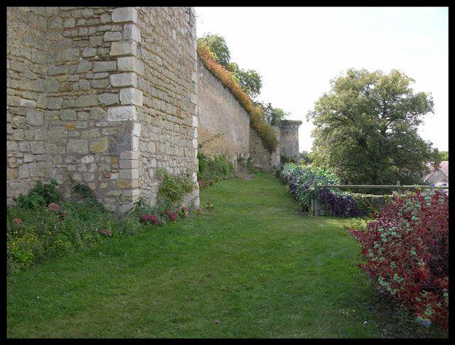 Zdjęcia: Montresor, Mur zewnętrzny, FRANCJA