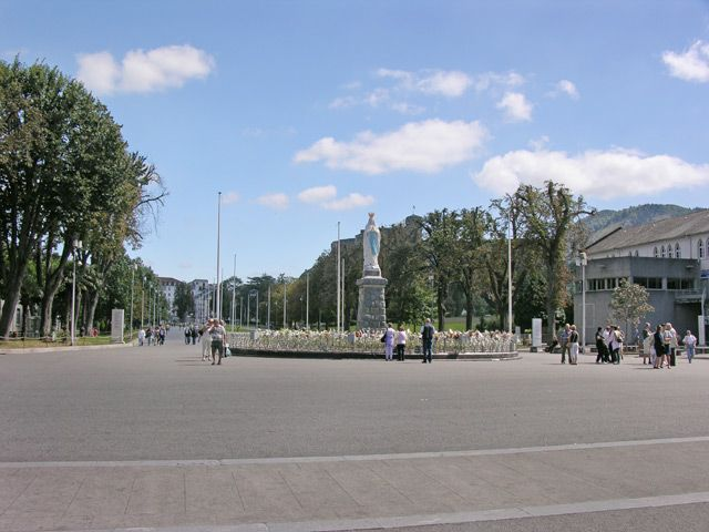 Zdjęcia: Lourdes, Główny plac, FRANCJA