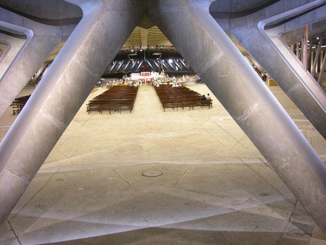 Zdjęcia: Lourdes, Podziemny kościół, FRANCJA