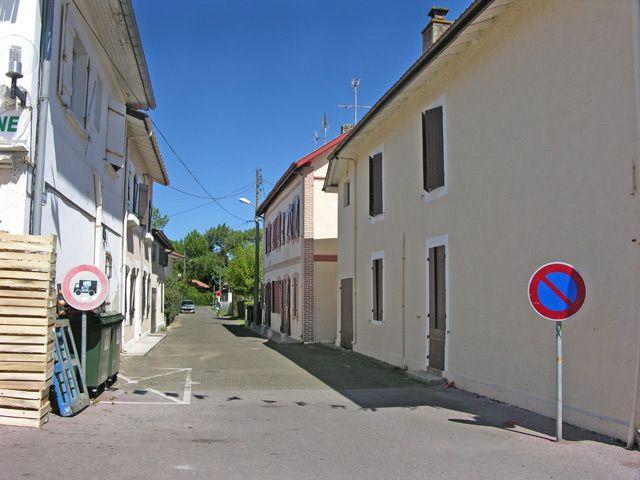 Zdjęcia: Vieux-Boucon, Akwitania, Zapomniana uliczka, FRANCJA