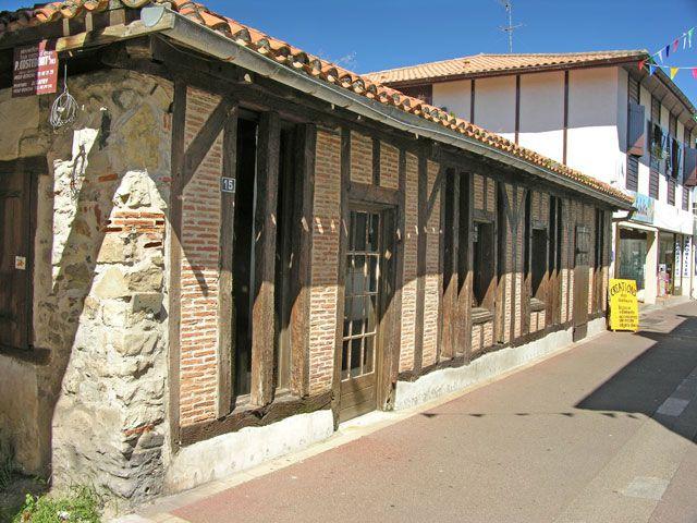 Zdjęcia: Vieux-Boucon, Akwitania, Renowacja zabytku, FRANCJA