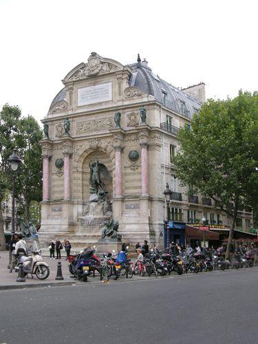 Zdjęcia: Paryż, W szczycie budynku, FRANCJA