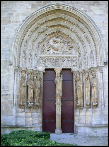 Zdjęcia: St.Denis - katedra-boczne drzwi, Francja pólnocna, Bocznymi drzwiami ..., FRANCJA