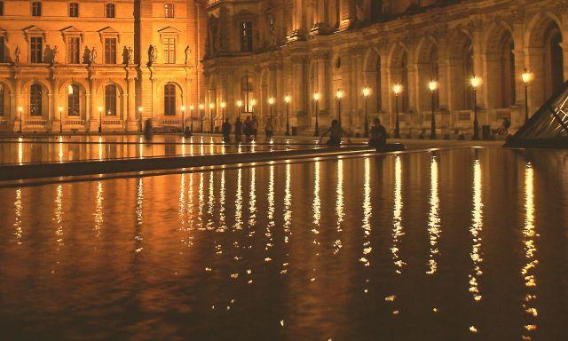Zdjęcia: Paryż, Paryż, Wieczorny spokój przed Luwrem, FRANCJA