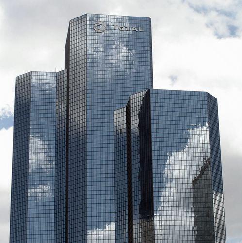 Zdjęcia: Paryż, dzielnica La Defense, niebo nad La Defense (błękitne wieżowce), FRANCJA