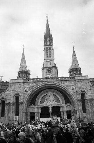 Zdjęcia: Południowa Francja, Lourdes - widok z placu przed bazyliką, FRANCJA