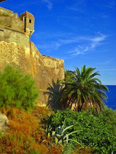 Zdjęcia: Bastia, Korsyka, Fragment twierdzy, FRANCJA