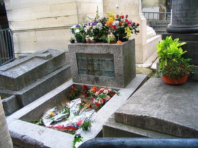 Zdjęcia: Paryż -  Cmentarz Pere - Lachaise,  grób Jamesa - Jimmiego  Morrisona, FRANCJA