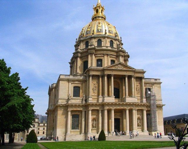 Zdjęcia: Paryż, Pałacowa kaplica z sarkofagami słynnych żołnierzy Fancji, FRANCJA