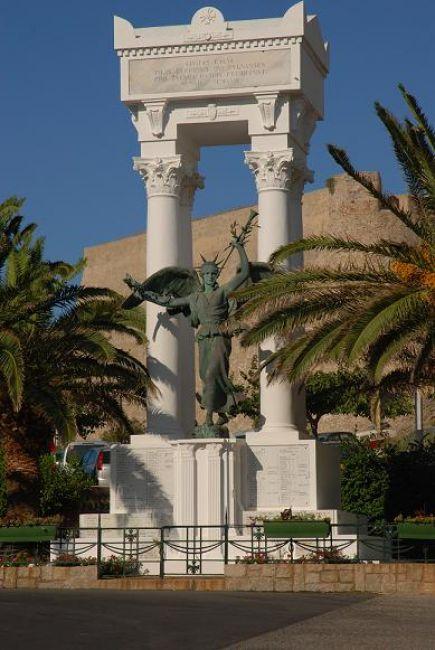 Zdjęcia: Calvi, Korsyka, Przed Cytadelą, FRANCJA