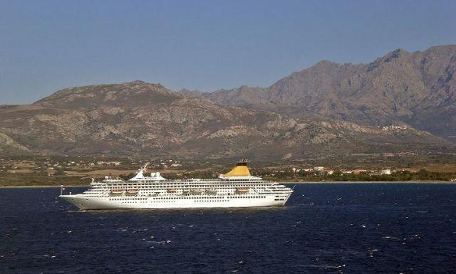 Zdjęcia: Calvi, Korsyka, Odpływa na kontynent, FRANCJA