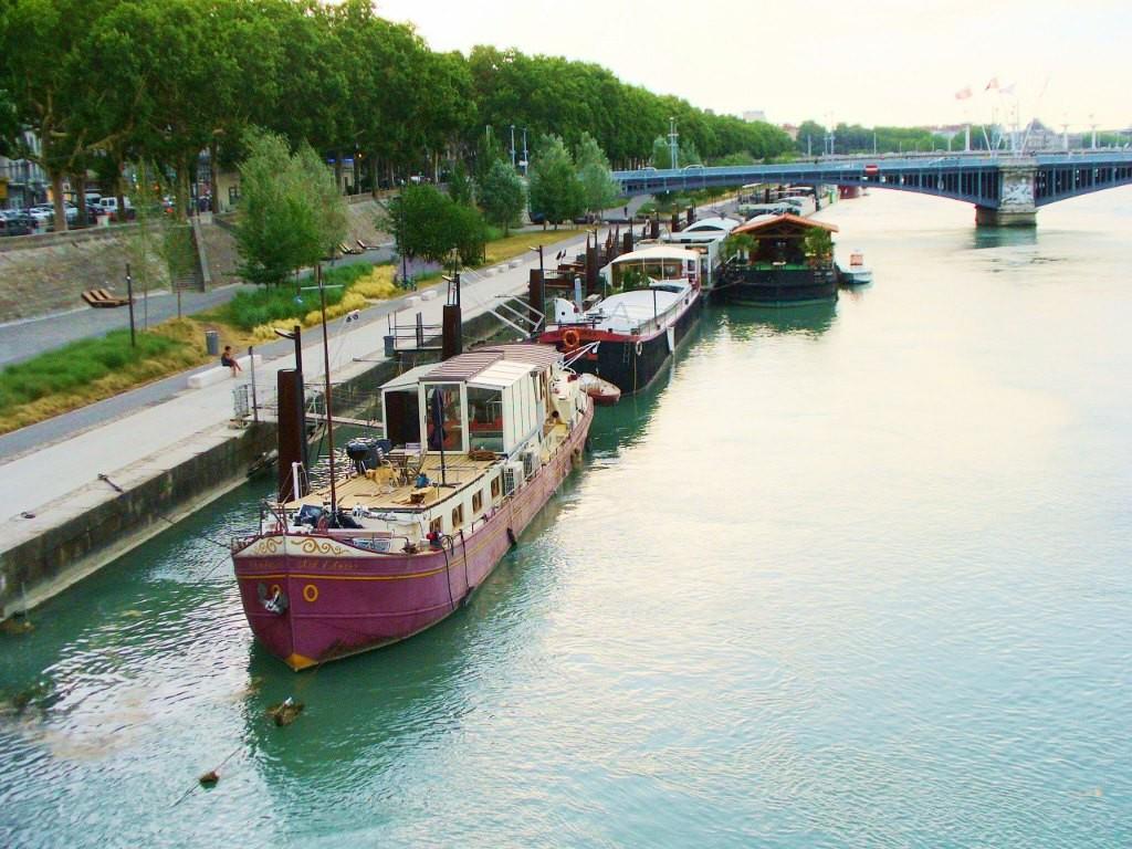 Zdjęcia: Lyon, Rhone, Rodan, barki mieszkalne, FRANCJA