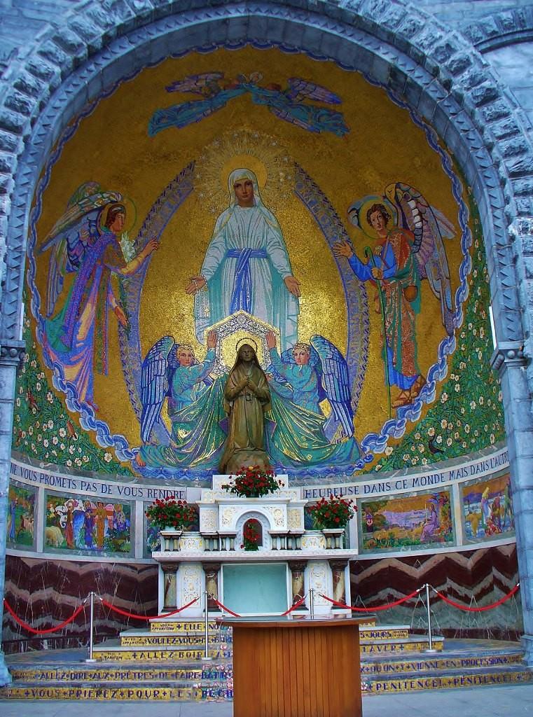 Zdjęcia: Lourdes, Haute Pyrenees, Lourdes, kaplica św. Bernadetty, FRANCJA