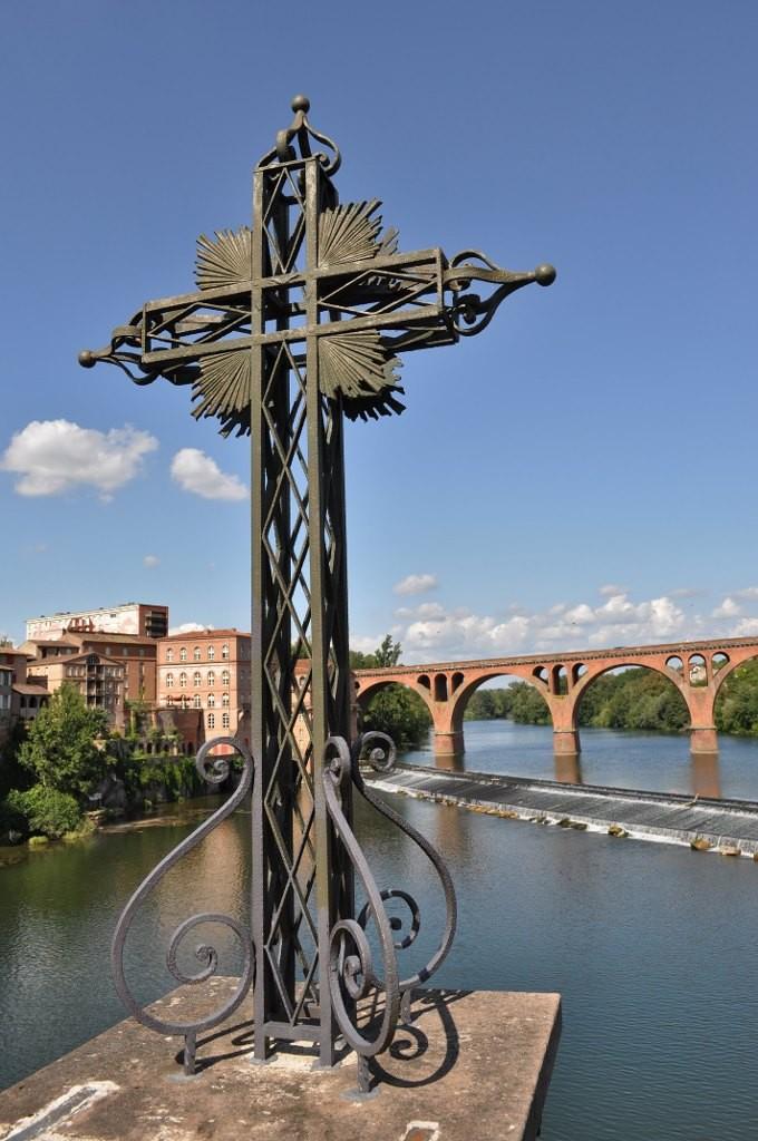 Zdjęcia: Albi, Midi-Pyrénées, Albi, widok z mostu na most, Tarn, FRANCJA