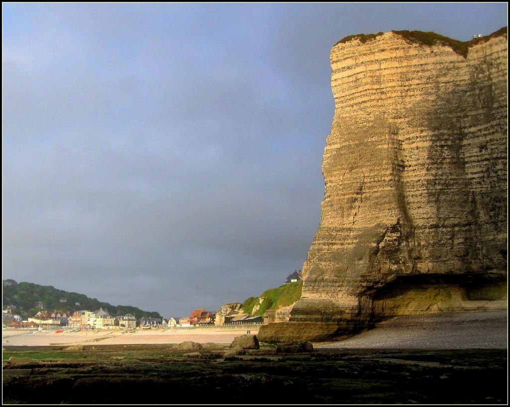 Zdjęcia: Etretat, Normandia, oświetlone słońcem..., FRANCJA