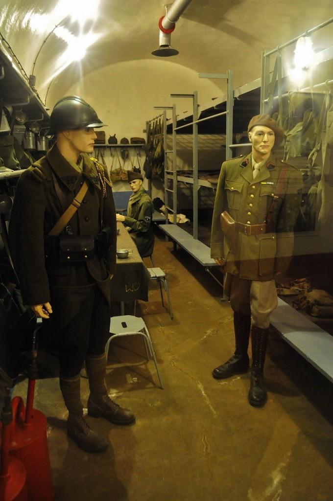 Zdjęcia: Schoenenbourg, Alzacja, Schoenenbourg, linia Maginota, sala żołnierska, FRANCJA