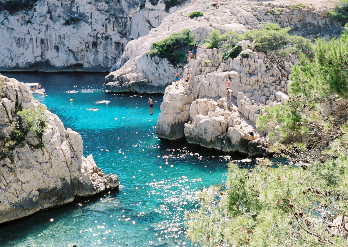 Zdjęcia: Calanques Marsylia, Provance Alpes Cotes d' Azur, Orzeźwienie w chłodnych wodach Calanques, FRANCJA