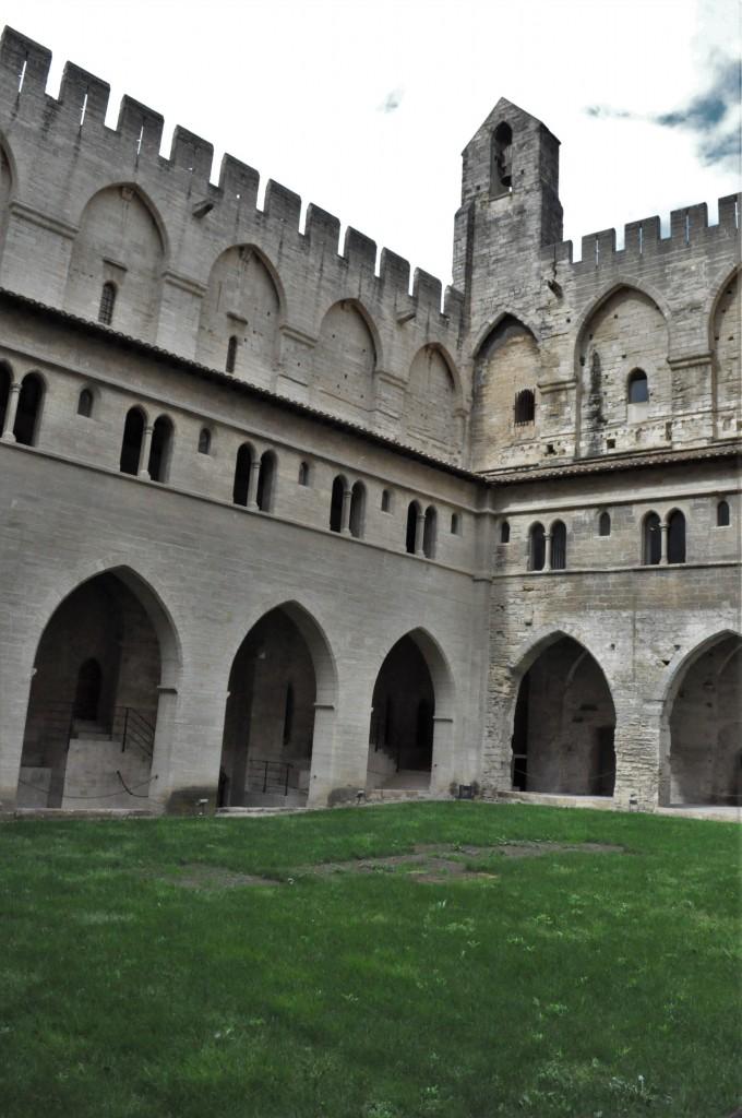 Zdjęcia: Avignon, Nad Rodanem, Avignon, zamek, FRANCJA