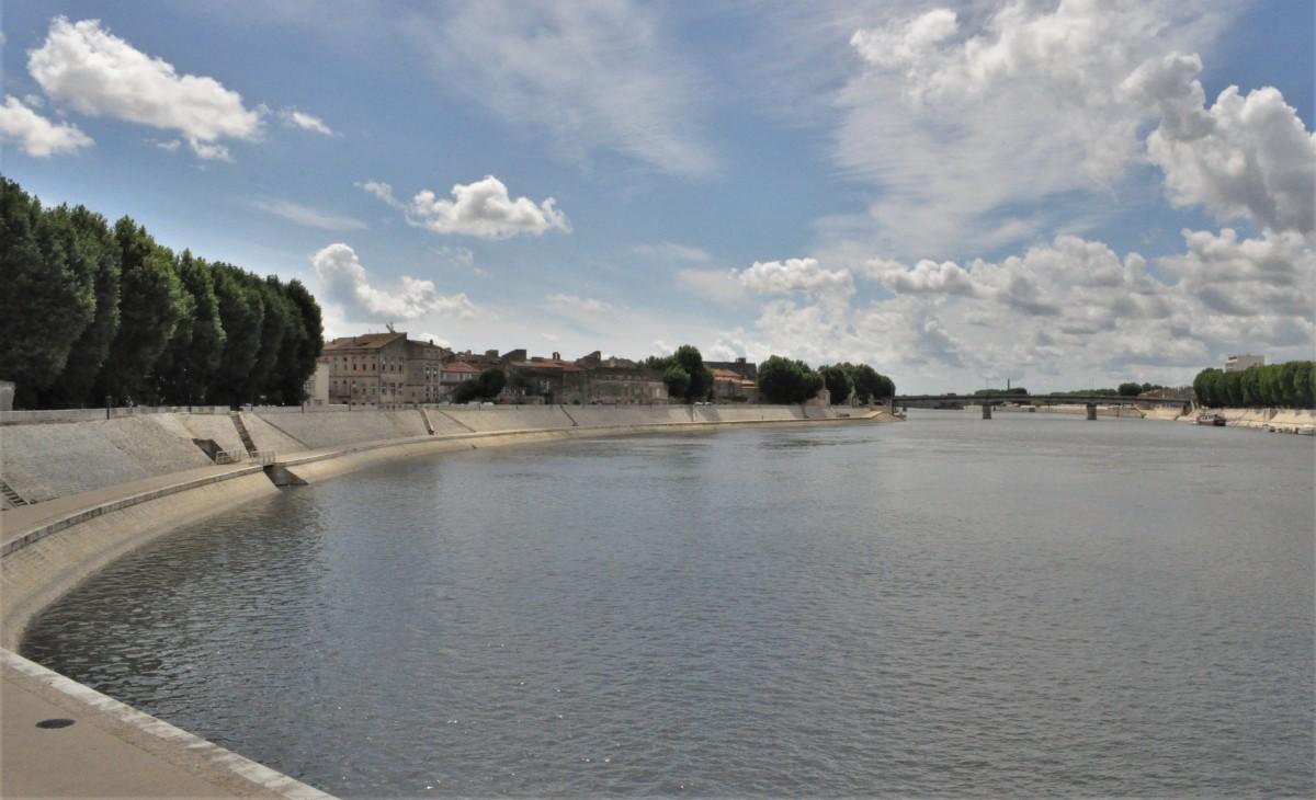 Zdjęcia: Arles, Prowansja, Arles, widok na rzekę , FRANCJA