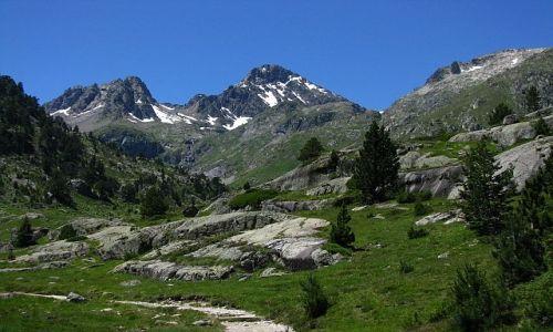 Zdjęcie FRANCJA / ok. Cauterets / Pireneje francuskie / ośnieżone szczyty