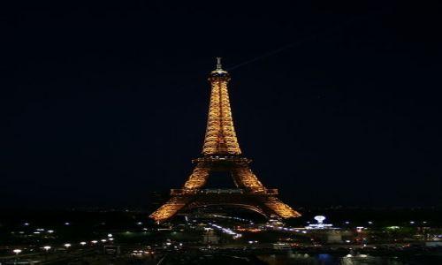 FRANCJA / - / Paryż / Wieża Eiifle'a nocą