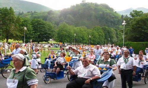 Zdjecie FRANCJA / Środkowe Pireneje / Lourdes / procesja