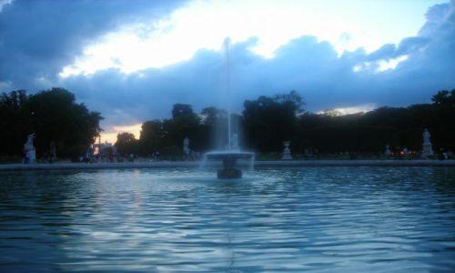 Zdjecie FRANCJA / Paryż / Ogrody Tuileries / fontanna