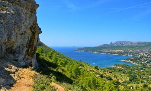 Zdjęcie FRANCJA / Prowansja / Cassis / Skała spoglądająca na zatokę Cassis
