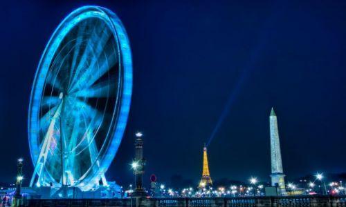 Zdjecie FRANCJA / Paris / Place de la Concorde / Ferris Wheel - One of the two Luxor obelisks in the Place de la Concorde - The Eiffel Tower