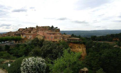 Zdjecie FRANCJA / Prowansja / Roussillon / Roussillon - miasteczko na ochrze
