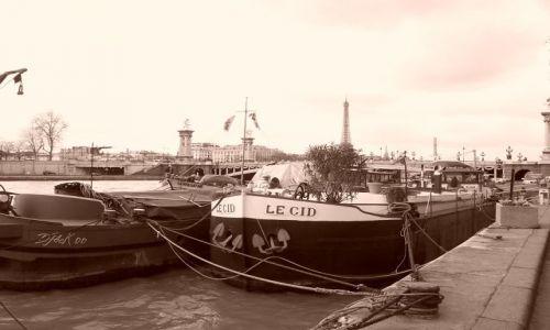 Zdjecie FRANCJA / Francja / Gdzieś nad Sekwaną / Barki na Sekwan
